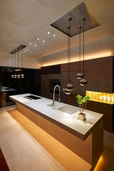 G-HOUSE (白と銅を基調としたキッチン)