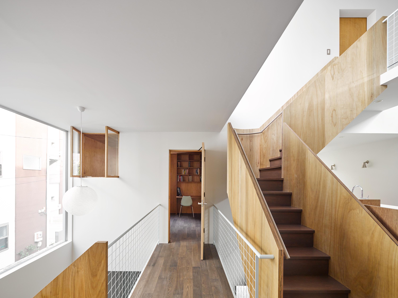 板橋の立体住居の部屋 共用空間から直接見えない個室の入り口