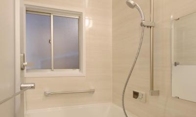 家族の思い出と暮らす一戸建リノベーション (浴室)