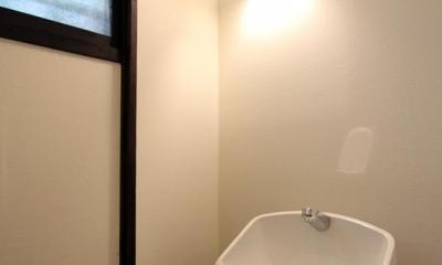 家族の思い出と暮らす一戸建リノベーション (トイレ)