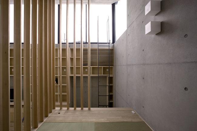 オカマチノイエの部屋 木格子のある空間