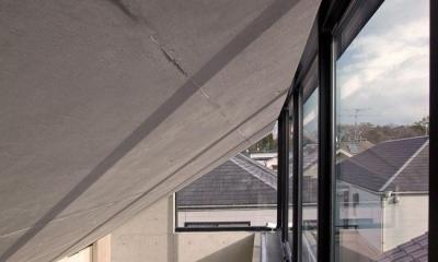 採光と通風を確保する天窓|オカマチノイエ