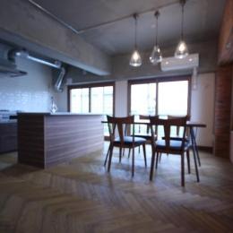 鷺沼リノベ (リビング側から見たダイニングキッチン)
