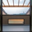自然の恵みを感じる家の写真 サンルームテラス