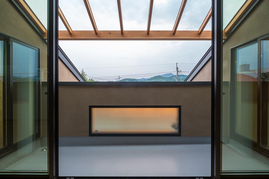 自然の恵みを感じる家の部屋 サンルームテラス