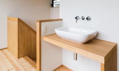 自然の恵みを感じる家 (2階手洗い場)