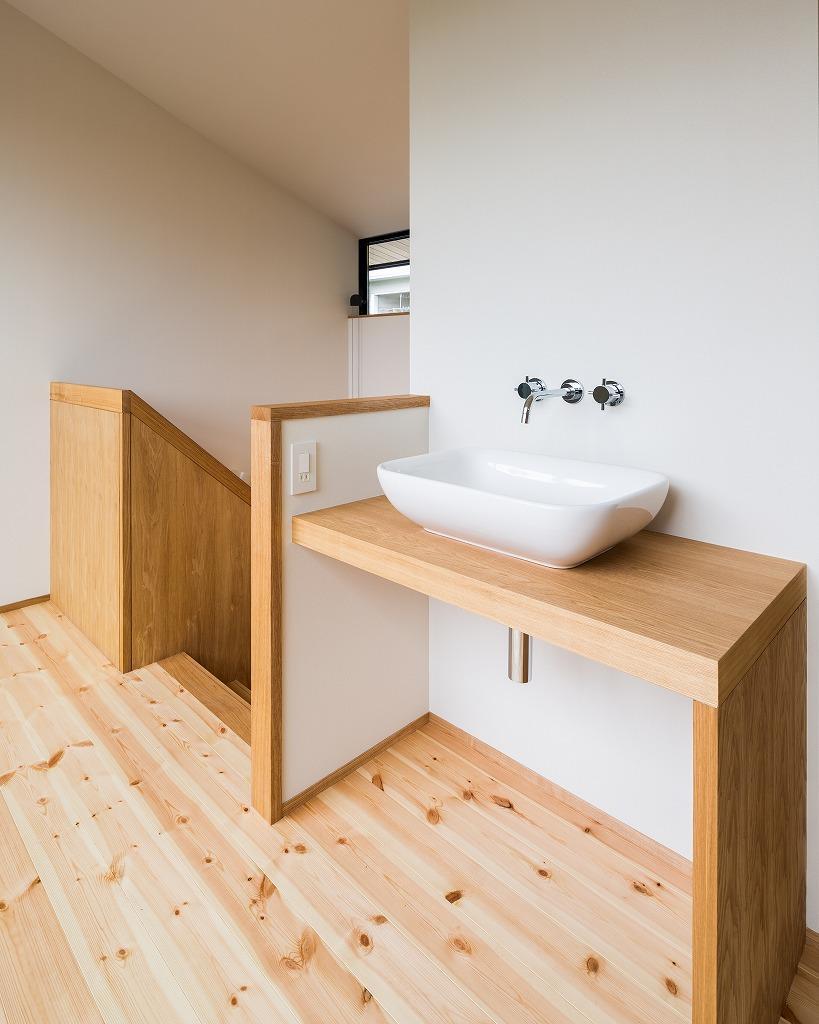 自然の恵みを感じる家の部屋 2階手洗い場