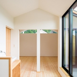 自然の恵みを感じる家 (間仕切り戸と2階ホール open)