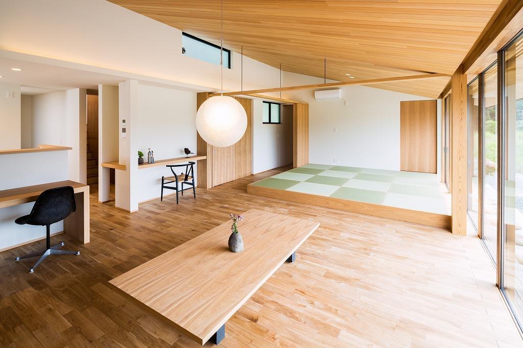 自然の恵みを感じる家の部屋 畳スペースのあるLDK