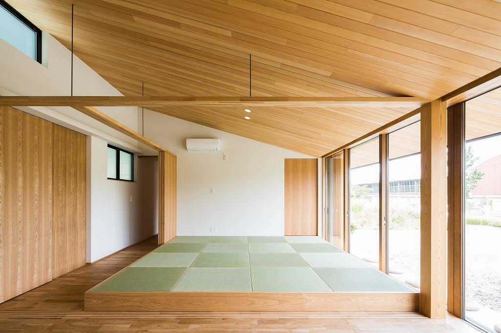 自然の恵みを感じる家の部屋 琉球畳を敷いた畳スペース