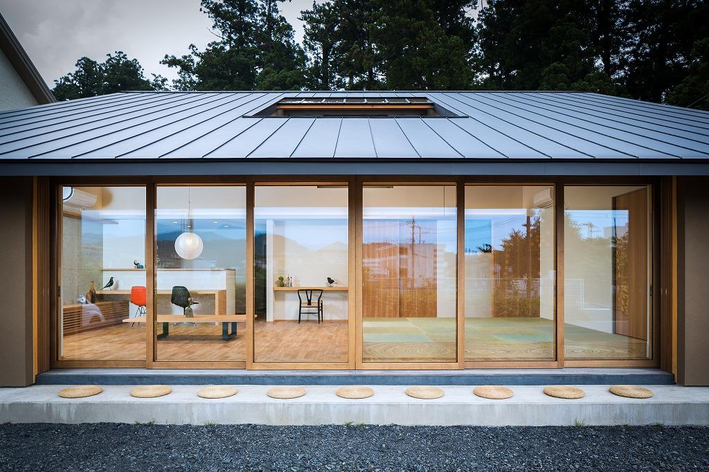 自然の恵みを感じる家の部屋 外から眺めた開放的なLDK・外観