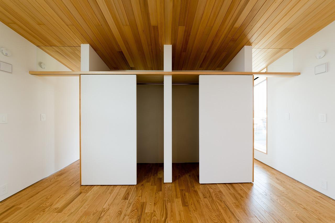 緩やかに囲む家の写真 クローゼットと洋室 1