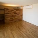 緩やかに囲む家の写真 ウォークインクロゼットのある洋室