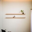 緩やかに囲む家の写真 飾り棚のある空間