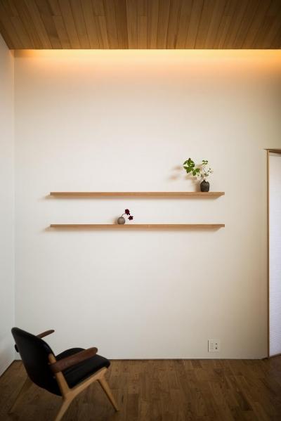 飾り棚のある空間 (緩やかに囲む家)