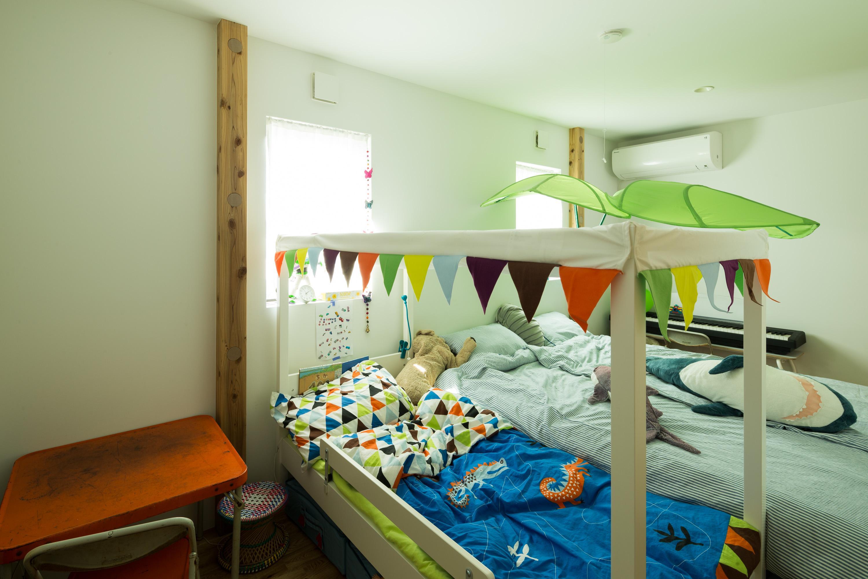 スプリットハウスの部屋 遊び心のある寝室