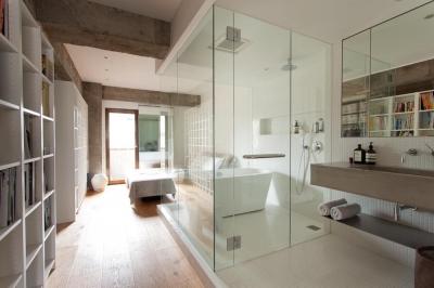 バスルーム (一度は都心に住みたい 南青山リノベーション)