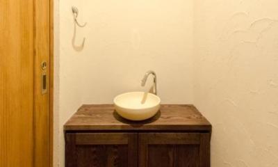 『黒瀬の家』 赤瓦の日本家屋リノベーション (トイレ)