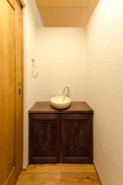 トイレ (『黒瀬の家』 赤瓦の日本家屋リノベーション)