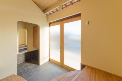 玄関 (『黒瀬の家』 赤瓦の日本家屋リノベーション)