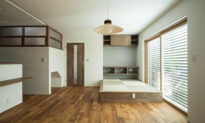 玄関を共有する二世帯のリノベーション:『青葉区の二世帯住宅』 (1階リビング)