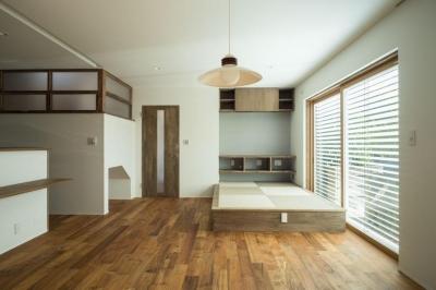 1階リビング (玄関を共有する二世帯のリノベーション:『青葉区の二世帯住宅』)