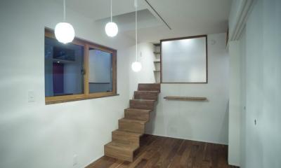 玄関を共有する二世帯のリノベーション:『青葉区の二世帯住宅』 (1階個室)