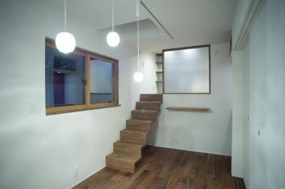 1階個室 (玄関を共有する二世帯のリノベーション:『青葉区の二世帯住宅』)
