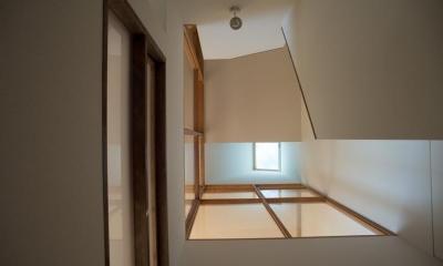 階段|玄関を共有する二世帯のリノベーション:『青葉区の二世帯住宅』