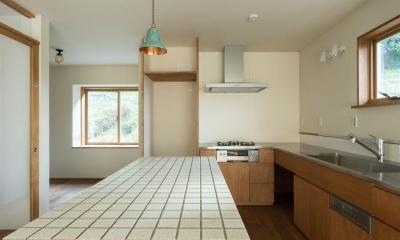 玄関を共有する二世帯のリノベーション:『青葉区の二世帯住宅』 (2階キッチン)