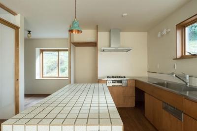 2階キッチン (玄関を共有する二世帯のリノベーション:『青葉区の二世帯住宅』)