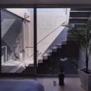 外に繋がる階段
