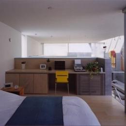 宮前の家 (造作デスクのある寝室)