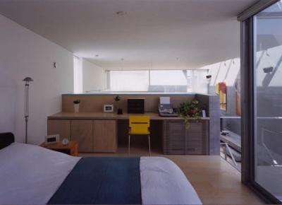 造作デスクのある寝室 (宮前の家)