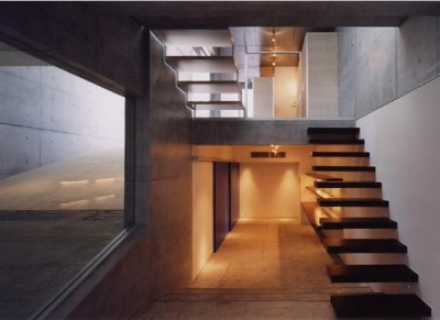 地下室の入り口 (宮前の家)