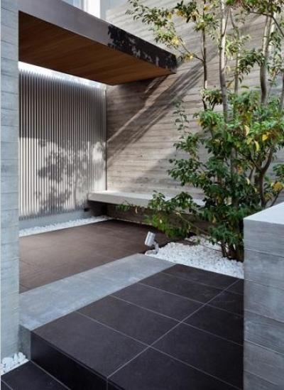 緑豊かなエントランス・前庭 (下馬の家)