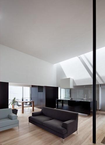 下馬の家の部屋 豊かな天井高のリビングスペース