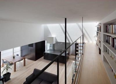 図書館のような本棚 (下馬の家)