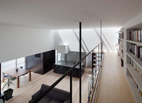 下馬の家の部屋 図書館のような本棚
