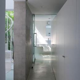 保土ヶ谷の家 (収納たっぷりの廊下収納)