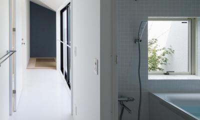 中庭のあるスキップフロアの家・OUCHI-32 (浴室)