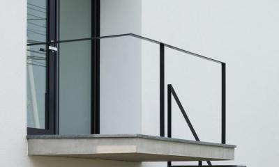 中庭のあるスキップフロアの家・OUCHI-32 (跳ねだし玄関)
