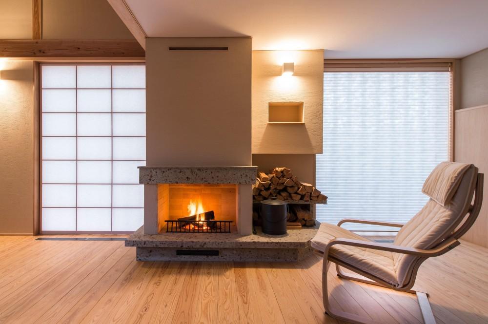 網田一久「暖炉のある家」