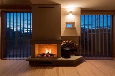 暖炉のある家 (暖炉のあるリビング)