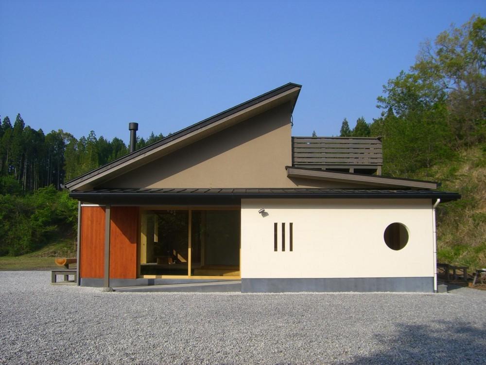 外観 (トトロの森に佇む家)