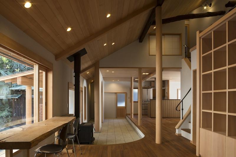 土間空間のある家−築80年の民家再生−の部屋 大谷石土間を見る