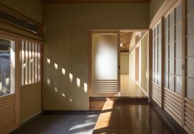 玄関内部 (次世代に引き継ぐ家 −世田谷の民家再生−)