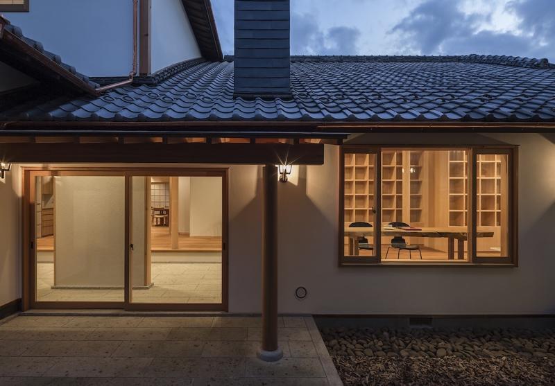 土間空間のある家−築80年の民家再生−の部屋 北テラスより