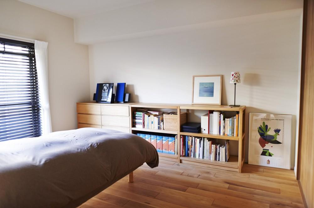 無垢材のフローリングにこだわって。木の温もりにつつまれた優しい住まい (寝室)