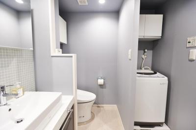 洗面室 (無垢材のフローリングにこだわって。木の温もりにつつまれた優しい住まい)